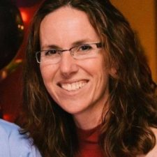 Tracy Headshot
